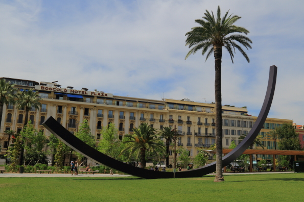 Albert 1st Gardens and Arc de Venet sculpture in Nice