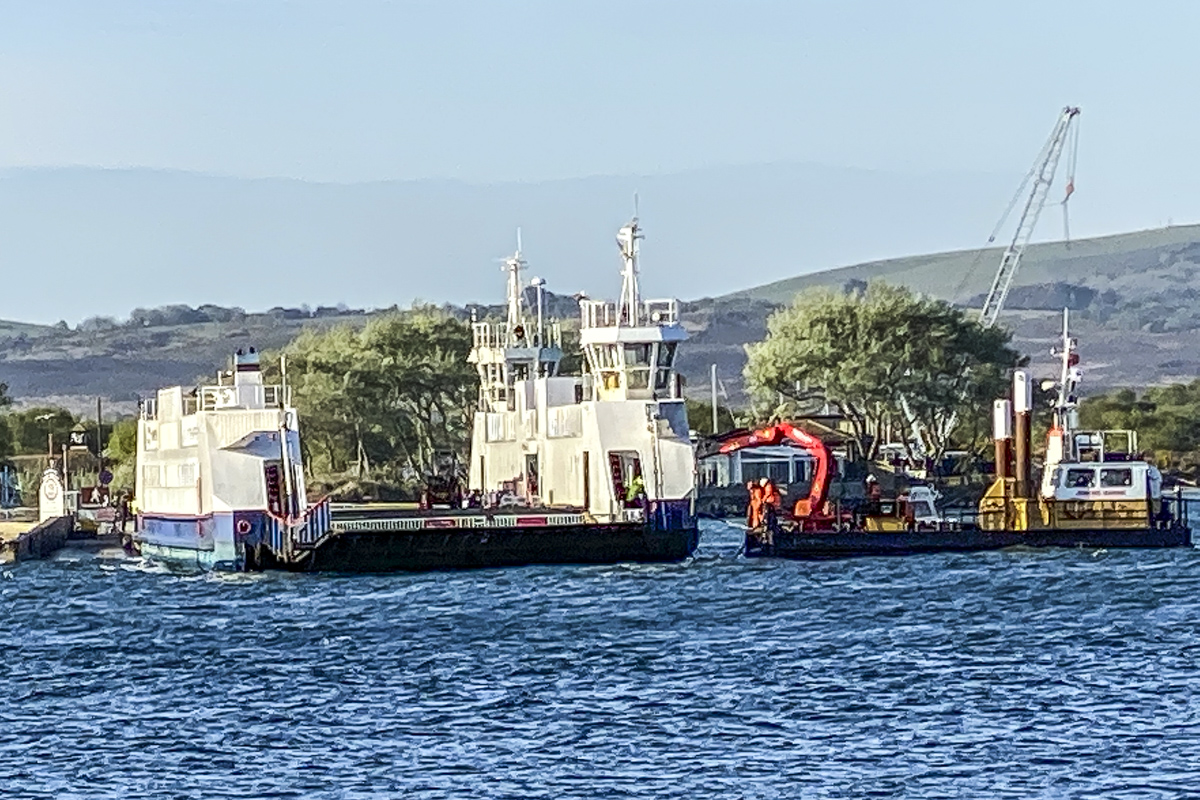 Chain Ferry being Unchained in Poole Harbour, Poole  5906