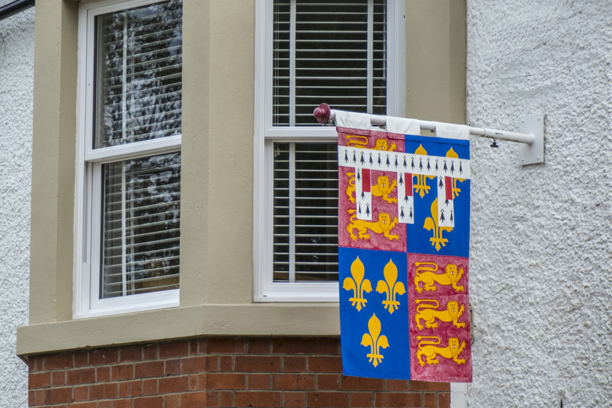 Coat of Arms Project in Tewkesbury    030106