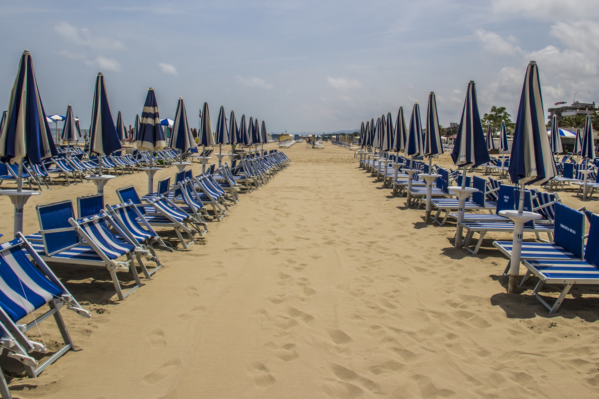 Conchiglia, private beach of Hotel Villa Elena in Tortoreto in Abruzzo, Italy  9651