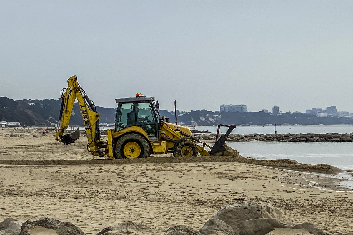 Dealing with Erosion on Sandbanks Beach 5457