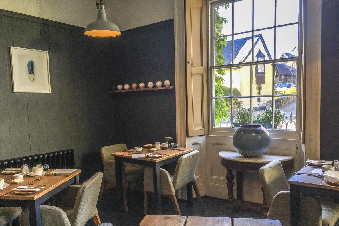 be51f3209343 Dining room at Llys Meddyg in Newport