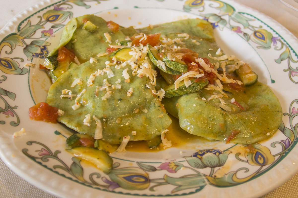 Hand made ravioli filled with borage leaves and ricotta cheese at Trattoria da Pitone in Pescasseroli, Abruzzo, italy   9890