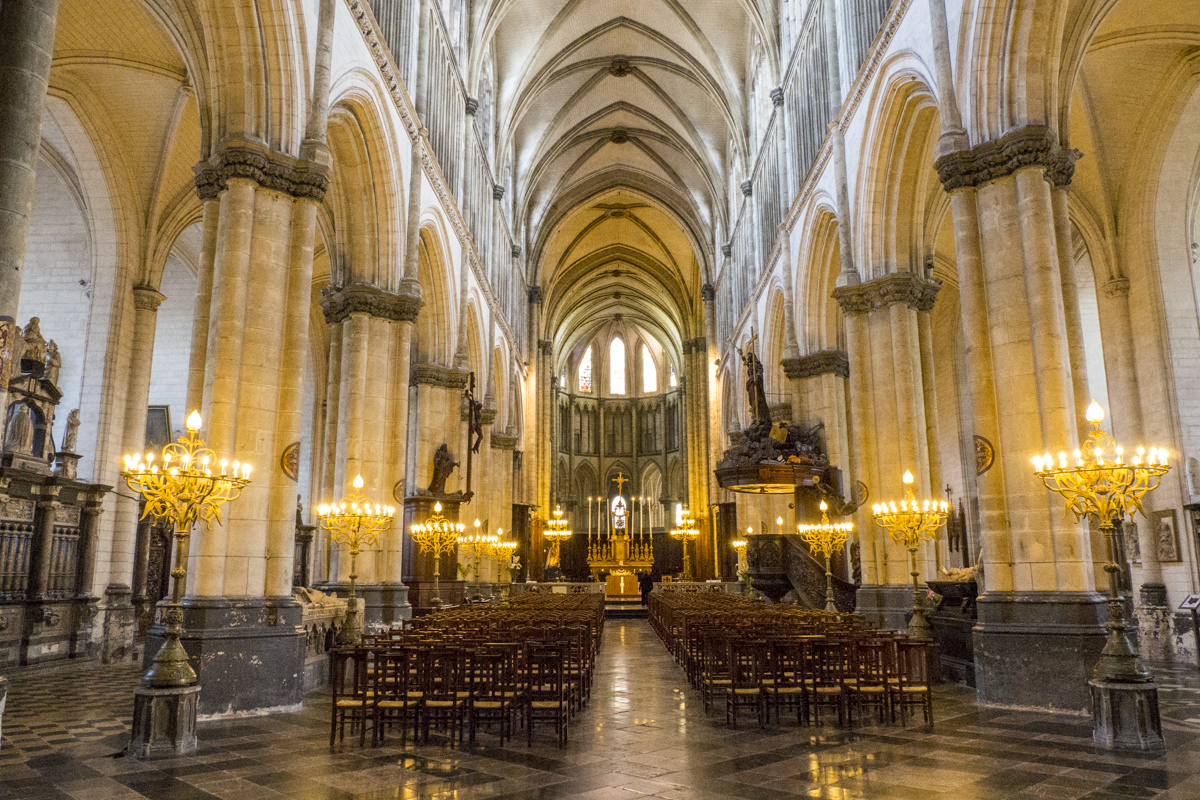 Inside Notre Dame Cathedral in Saint Omer in Pas de Calais, France 8081057