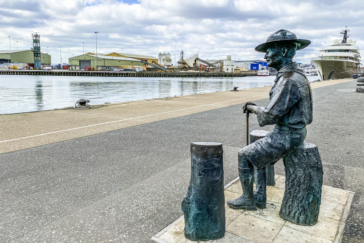 Lord Baden Powell on Poole Quay in Dorset  5146