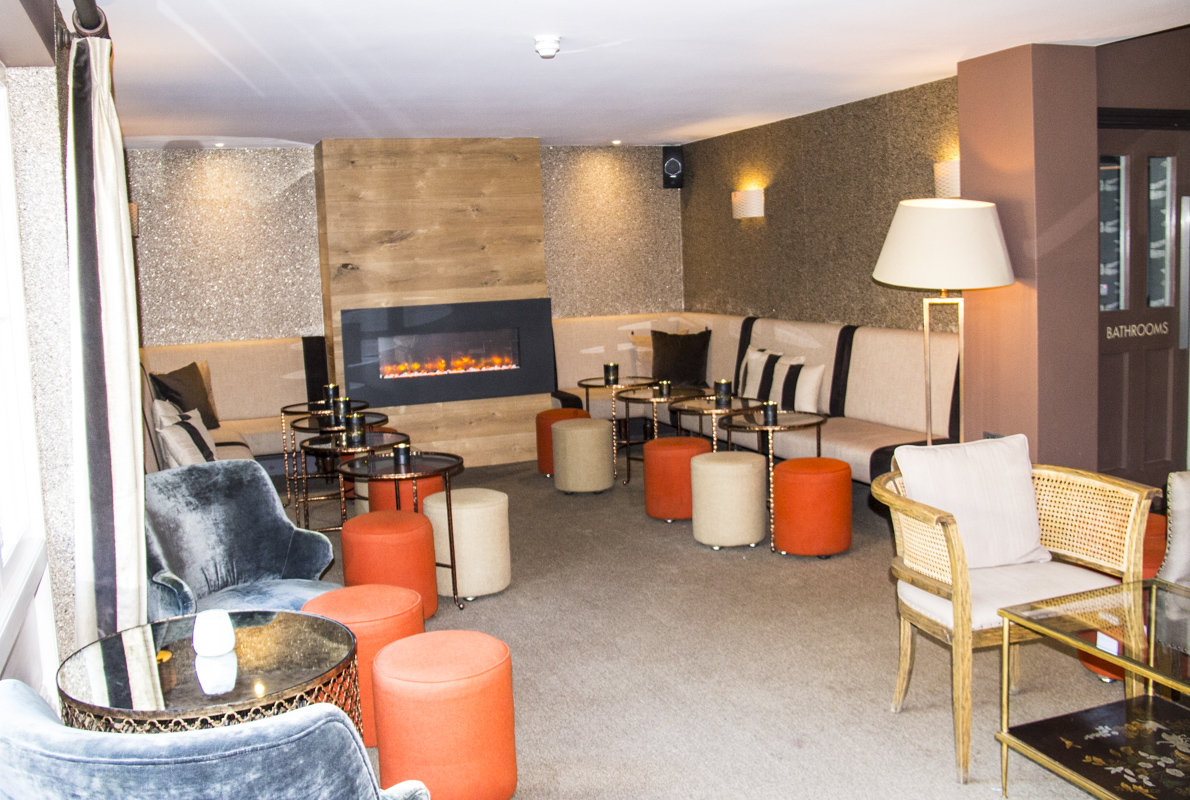 Lounge area in the bar at the Northgate Hotel in Bury St Edmunds, Suffolk, UK   0009