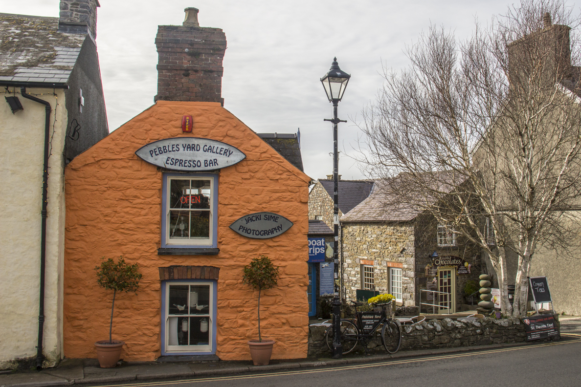 Pebbles Yard Gallery and Espresso Bar in St David's, Pembrokeshire in Wales    5922