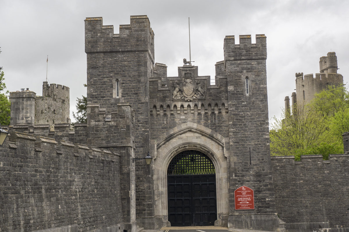 Private Entrance to the Castle in Arundel    4243227