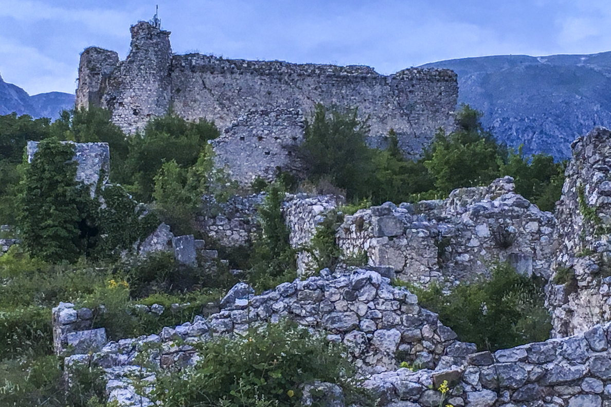 Ruins of Medieval Village at Alba Fucens in Abruzzo, italy    7081