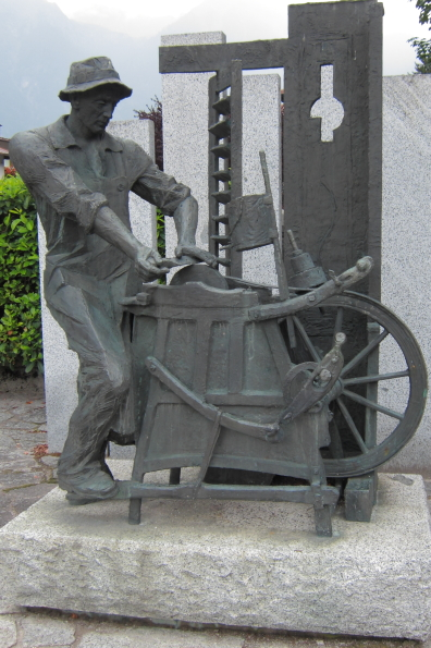 Statue of a knife grinder in Pinzolo