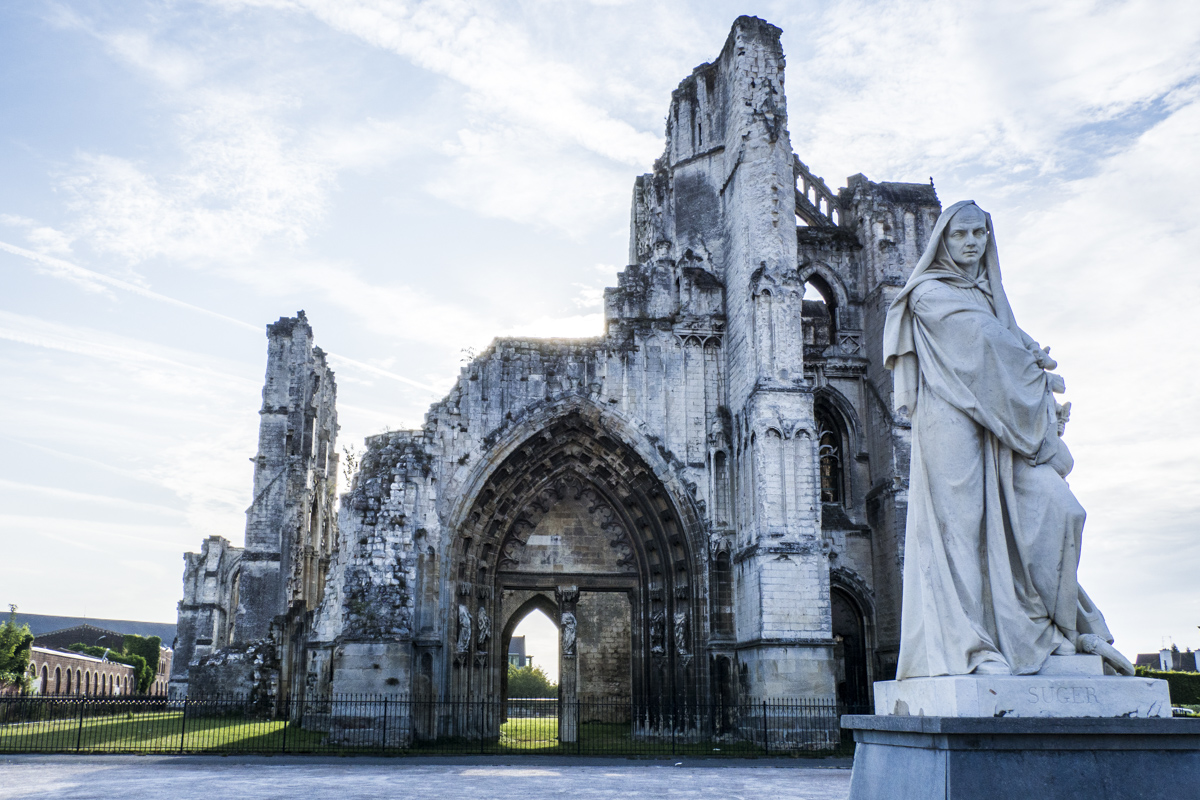 Statue of Saint Omer by the Abbey Ruins in Saint Omer 8081094