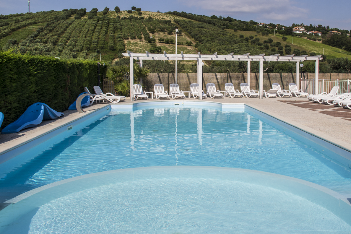 Swimming pool at hotel Villa Elena in Tortoreto in Abruzzo, Italy  9217