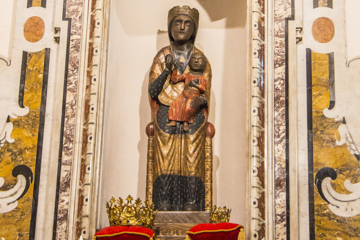 The Crowned Madonna in the Church of Saints Peter and Paul in Pescasseroli, Abruzzo in Italy   0215