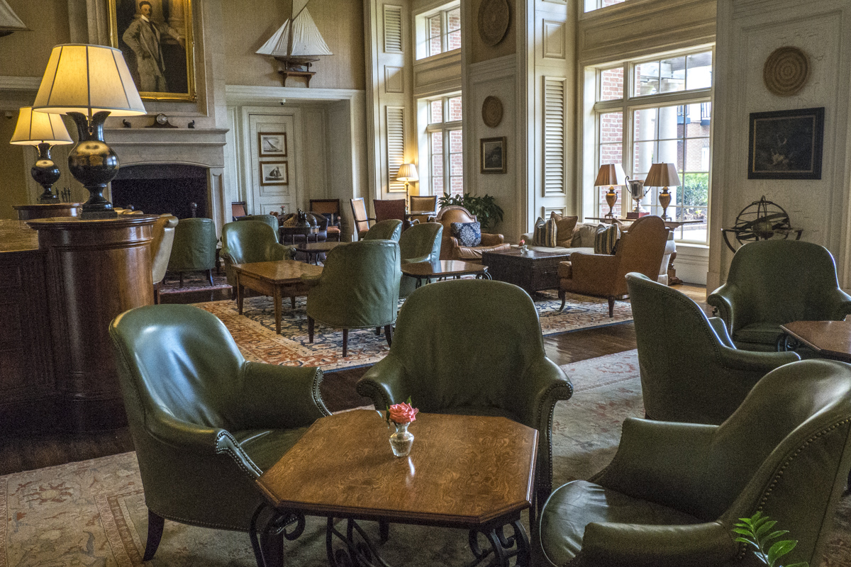 The Library, a Bar at The Sanctuary in the Kiawah Island Golf Resort    4121471