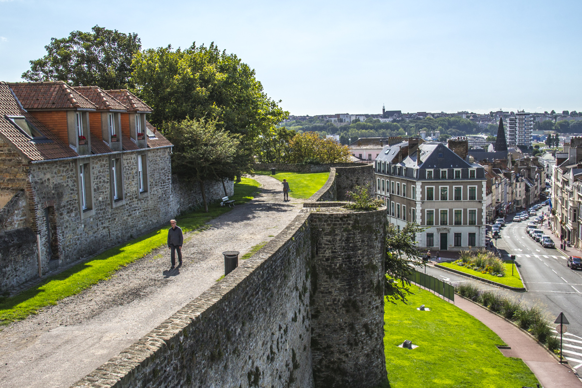 The walls of the old town in Boulogne sur Mer, France 0074