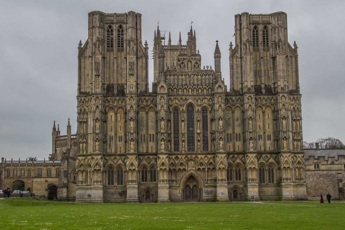The West Front of the Cathedral in Wells, Somerset, England    20185392
