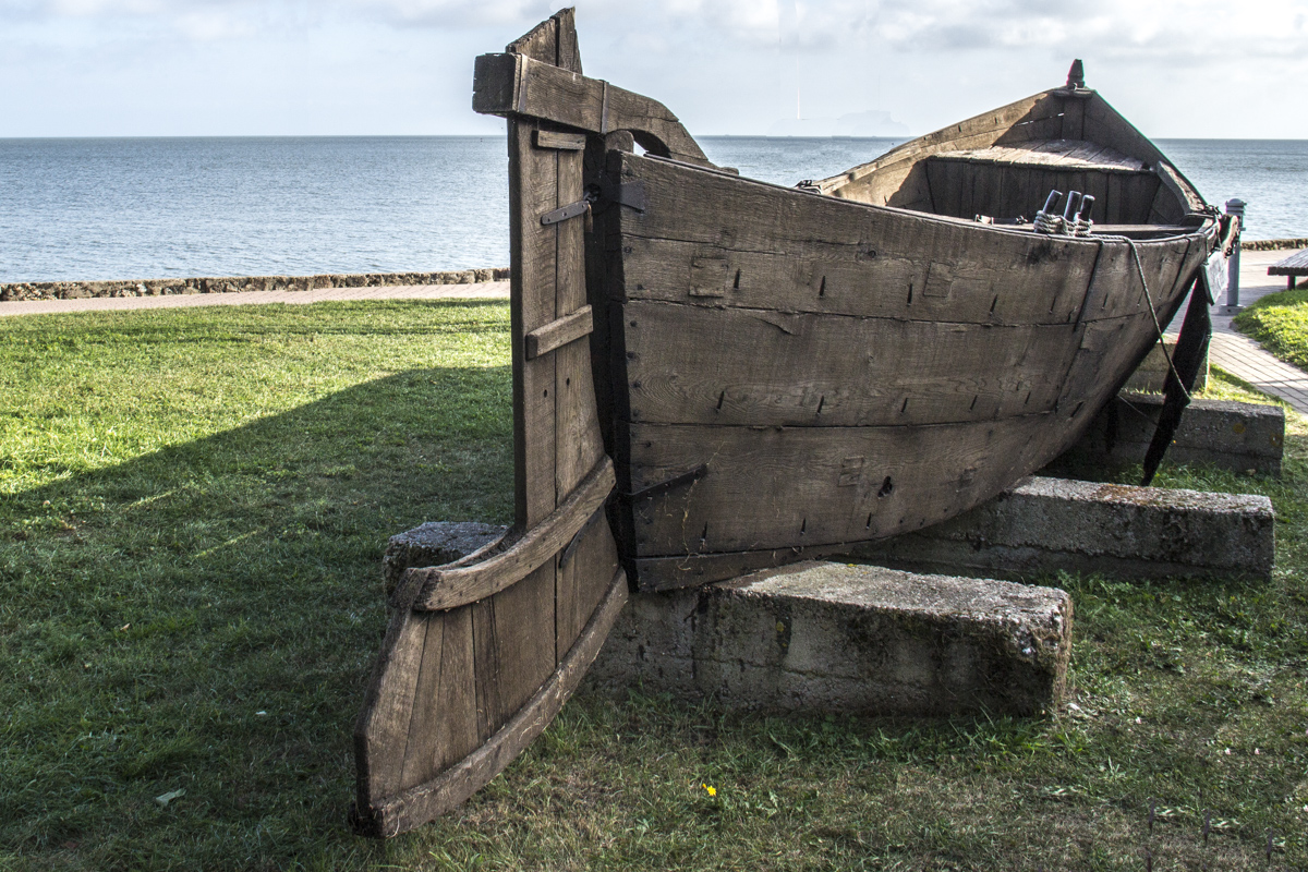 Traditional Curonian fishing boat in Nida, Lithuania   0043