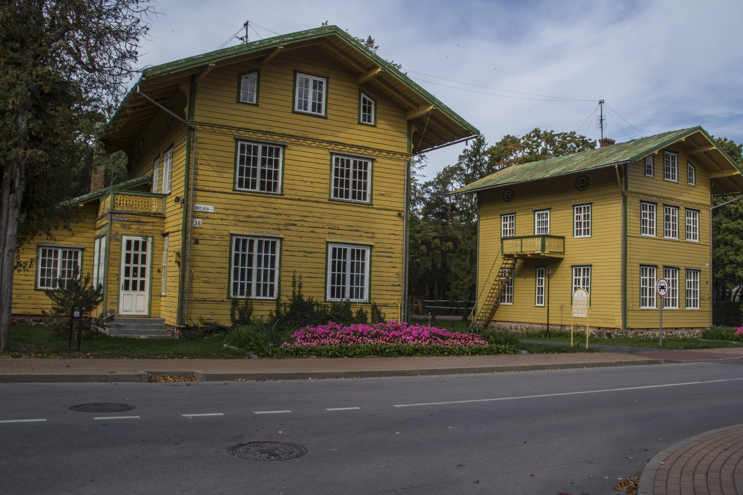 Villa Romeo and Villa Juliet in Palanga, Lithuania 0110