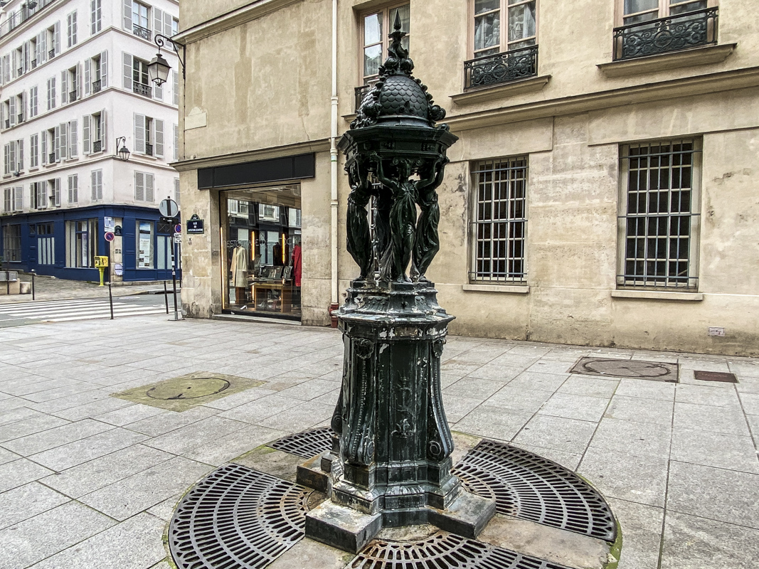 Wallace Drinking Water Fountain in Maraisna district of Paris IMG 3631